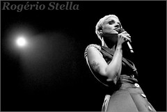 Mariza (Rogério Stella) Tags: rogerio stella music show gig concert venue live band bands instrument instruments song stage photography photo documentation photographer documentarist portraits portraiture performance preto branco black white pb bw música palco fotografia retrato nikon apresentação banda fotojornalismo documentação idol ídolo tour canto cantora portuguesa mariza sing singer fado mundo 2017