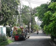 mobile nursery (the foreign photographer - ฝรั่งถ่) Tags: dscoct12015sony mobile nursery pickup truck plants pots soi phahoyolthin 63 bangkhen bangkok thailand motorcycle taxi street scene sony rz100