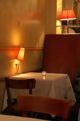 Restaurant Cox (just.Luc) Tags: table tafel tisch ocre oker ochre lamps lampen lampes restaurant allemagne deutschland duitsland germany amburgo hamburg hambourg