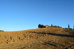 DSC_2508 (MaurizioBerti75) Tags: aratura toscana tuscany italia italy campagna firenze country florence collina peak chiesa church nikon d7100 1735mm fotografando cielo sky blu cerreto guidi