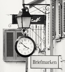 Schott Tübingen Lange Gasse ○ Längste Einkauf-Straße in Tübingen (eagle1effi) Tags: sx60 schott tübingen langegasse mall schmuck uhr trauringe laterne werbeschilder werbeschildenseignes werbeschild bw blackandwhite