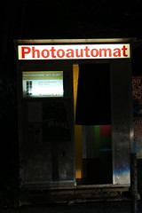 untitled (Binacat) Tags: canon eos 750d digital berlin lights night photoautomat street color farbe nacht licht