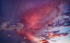 Flaming (Mirage D.Y.) Tags: 天空 雲 火燒雲 夕陽 晚霞 雲隙光 紅色 紅 陽光 燒 twilight sunset dawn sunshine sky clouds burning sonyalpha sony a99ii glow eveningglow flaming flamingcloud crepuscularrays anticrepuscularrays