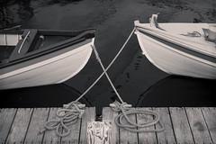 Tete-Beche (CTfoto2013) Tags: barques bateaux boats cordages cordes filing rigging amarres ponton nb bn bw noiretblanc blancetnoir blackandwhite blancoynegro mystic connecticut seaport marine detail closeup dock mysticseaport bateauxdepeche fishingboats seaside borddemer