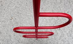 Detours (XoMEoX) Tags: detour detours abstract abstrakt red rot line lines linie linien playground spielplatz spielgerät kies kiesbett schleifen kurven curves sony rx100m2 dscrx100m2 rx100 umwege detail minimal minimalistic