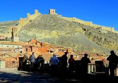 Albarracin murallas y castillo. (lameato feliz) Tags: murallas teruel paisaje albarracinmurallas castillo albarracincastillo albarracin