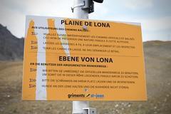 Plaine de Lona (bulbocode909) Tags: valais suisse grimentz plainedelona valdanniviers cabanedesbecsdebosson panneaux jaune montagnes nature