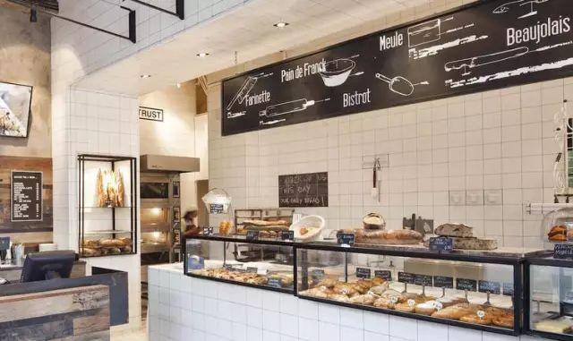 一個網紅麵包店的突然死亡,和 6 個人糟糕的夏天