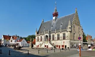 (10) Stadhuis Damme - In Explore op 29-09-2017 # 045