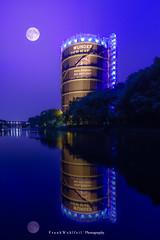 A perfect night (mr.wohl) Tags: spiegelung nacht gasometer nrw pott ruhrgebiet mond oberhausen tamron tamron1530mm