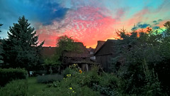 A glass of wine and this sunset (buidl-lemmy) Tags: deutschland nordhessen northernhesse calden sonnenuntergang sunset himmel sky garten garden lifeatitsbest relaxing entspannen red blue rot blau grün green
