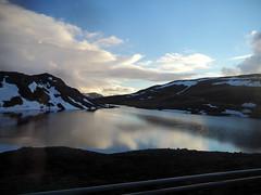 Reflejos en el fiordo (Asun Idoate) Tags: norte noruega finmark fiordo reflejos nieve montaña paisaje nubes cieloazul