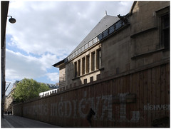 The Gothic screens ** (michelle@c) Tags: urban suburban city wall painting graffiti text fences worksite restoration street museumofcluny medieval manson xiiie latindistrict parisv 2017 michellecourteau