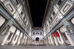 Piazzale degli Uffizi at Night // Italy Trip - Florence (Merlijn Hoek) Tags: florence tri trip italy nikon d810 italie merlijnhoek merlijn fotografiemerlijnhoek