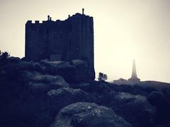 DSC02407 (Shan B.) Tags: carn brae cornwall redruth monument castle folly fog mono bw