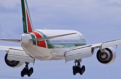 "LAX/KLAX: "" 10sec's before Touchdown - Highspeed Photography // Alitalia (Italy) Boeing B772ER EI-ISD (Roland C.) Tags: aircraft airliner airplane alitalia az boeing b777 b772er b777200£er"