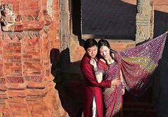 NEPAL , Bhaktapur, Tempel , Pagoden usw., keine Nepalesen, 16473/8799 (roba66) Tags: frau woman leute peole menschen reisen travel explore voyages roba66 visit urlaub nepal asien asia südasien bhaktapur khwopa königsstadt city tempelstätte tradition girl lady portrait aufdenstrasen