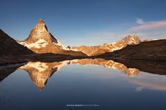 #014 Golden hour at Riffelsee - Zermatt (Enrico Boggia | Photography) Tags: zermatt wallis vallese cervino matterhorn riffelsee laghetto laghettoalpino gornergrat enricoboggia schweiz switzerland mountains mountain montagna goldenlight ottobre 2016