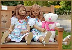 Bärige Bankgeschäfte ... (Kindergartenkinder) Tags: grugapark essen gruga park nrw kindergartenkinder annette himstedt dolls annemoni garten baum porträt tivi