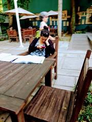 intervalo (luyunes) Tags: gente estudante intervalo descanso cansaço mulher estudar estudo motoz luciayunes
