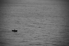 (Benoms) Tags: benom benoms nak peru peruvian lima sea mar oceano ocean pacificocean sadnes sad tristeza triste solo lonley melancolia blancoynegro blackandwhite pescador fisherman lancha bote varca olas soledad