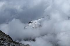 Pointe de Vouasson dans les nuages (bulbocode909) Tags: valais suisse dixence hérémence pointedevouasson valdesdix montagnes nature nuages brume neige