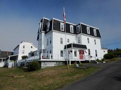 The Marathon Inn in North Head on Grand Manan Island (Bay of Fundy), New Brunswick (Ullysses) Tags: marathoninn northhead grandmananisland newbrunswick canada summer été inn hotel theannex marbleridgeinn auberge