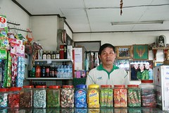 convenience store owner (the foreign photographer - ฝรั่งถ่) Tags: convenience store owner proprietor khlong thanon portraits bangkhen bangkok thailand canon kiss man