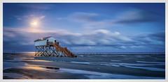 moonlightbeach (juhwie.foto - PROJECT: LEIDENSCHAFT-LICH-T) Tags: moon beach moonlight spo sanktpeterording nordsee nordseesehnsucht northsea balticsea eiderstedt pfahlbau landscape landscapephotography pano panoramic nature night pentax pentaxart k1 1530 ricohimaging