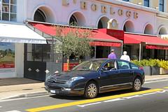 Avenue Félix Faure - Nice (France) (Meteorry) Tags: europe france provencealpescôted'azur paca alpesmaritimes nice métropolenicecôtedazur niçard nizza nissa june 2017 meteorry avenefélixfaure street rue car voiture citroën c6 citroënc6 jeanpierreploué classic executivecar lhorloge brasserie restaurant viager