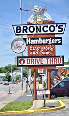Bronco's - Omaha,Nebraska (Rob Sneed) Tags: usa nebraska omaha leavenworthst 45thandleavenworth broncos hamburgers chicken pork burgerjoint popular 1962 urban familyowned independent sandwiches frenchfries fastfood sign neon vintage selfserve restaurant familyrestaurant drivethru americana