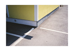 (harald wawrzyniak) Tags: analogue analog film scan 35mm fuji yashicat5 haraldwawrznyiak harald wawrzyniak 2016 wall lines yellow