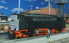 DRG V 32 01 - Trix (Stig Baumeyer) Tags: diesellocomotive diesel diesellokomotive diesellok diesellokomotiv diorama scalah0 scala187 h0skala h0scale h0 h0layout 187 echelleh0 echelle187 ferromodellismo modelljärnväg modelljernbane modelleisenbahn modelrailway drg deutschereichsbahn v32 drgv32 man trix trixh0 trix187
