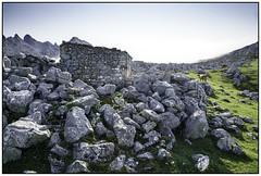 Vega de Ario. CORNIÓN. PICOS DE EUROPA (Germán Yanes) Tags: cornión montaña picosdeeuropa senderismo vegadeario asturias españa spain cabaña majada