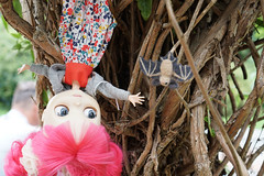 326/365 hanging up with Betty (omgdolls) Tags: blythedoll blythe blythe365 adelaideskye dollypunk21 pureneemobody pink bat felt betty