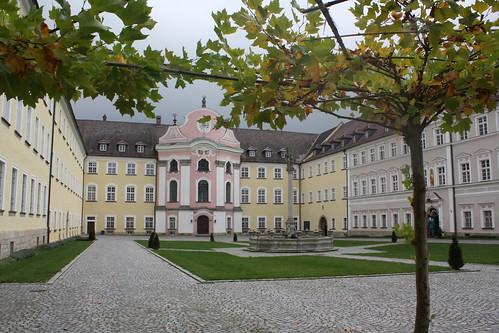 Großer Klosterhof des Klosters Metten