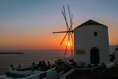 Sunset Oia (MaOrI1563) Tags: santorini oia mulinoavento windmill sunset orizzonte rosso giallo tramonto mare maori1563 sole sun sea fira