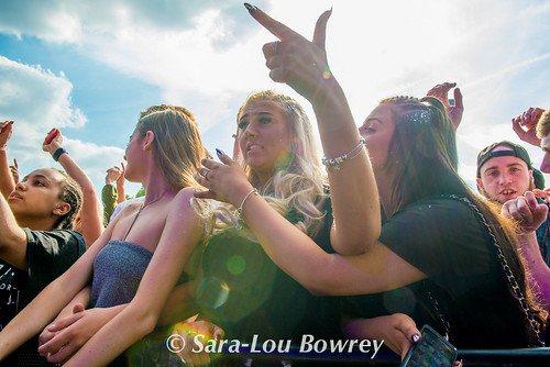 Crowds and scenes at SW4