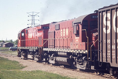 GB&W C424 #317 in Green Bay on 5-22-76 (LE_Irvin) Tags: c424 gbw greenbaywi