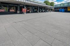 Limbrichterveld-6617-0715 (EbemaNV) Tags: winkelcentrum limbrichterveld sittard rockstone megategel diamond naturock blue steel black 2015 dempseystraat 38 6135 ch 60x30