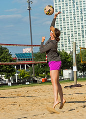 2017-08-25 BBV Coed Doubles (3) (cmfgu) Tags: craigfildespixelscom craigfildesfineartamericacom baltimore beach volleyball bbv md maryland innerharbor rashfield sand sports court net ball outdoor league athlete athletics sweat tan game match people play player doubles twos 2s coed