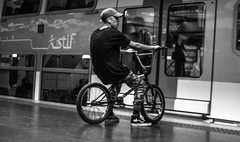 DSCF8711 (::Lens a Lot::) Tags: auto mamiya sekor 55 mm f 14 1968 | 6 blades aperture m42 paris 2017 streetphotography street photography blackandwhite black white bw monochrome bike people candid metro gate subway bokeh depth field dof prime vintage manual fixed length lens classic japan made japanese underground darkness dark light