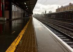 Platform 1, Preston (Rhisiart Hincks) Tags: cawod barradglav shower eurizaparrada downpour fras cith glaw glav euri rain pluie uisge báisteach lluvia pluvo eső regen дождь busti gwlyb gleb fliuch wet platfform platform preston sirgaerhirfryn lancashire lloegr england sasana brosaoz ingalaterra angleterre inghilterra anglaterra angletèrra sasainn anglie ngilandi ue eu ewrop europe eòrpa europa gorsaf stáisiún geltoki tihenthouarn tigar gare estacion station stèisean porzhhouarn rheilffordd henthouarn hynshorn trenbide iarnród burdinbide chemindefer railway rathadiarainn eisenbahn ferrocarril ferrovia geležinkelis 铁路 鉄道 caleferată