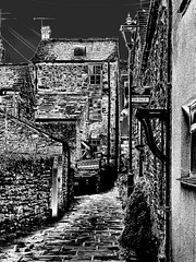 Alley at Kirkby Lonsdale (Snapshooter46) Tags: photosketch monochrome blackandwhite alley passageway stonehouses kirkbylonsdale cumbria