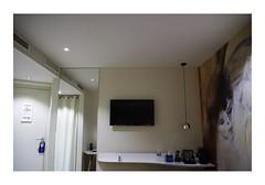 Paris, France (Jordane Prestrot) Tags: jp16278 hôtel hotel chambre room habitación téléviseur tv television télévision télé televisor televisión tele blackhole trounoir agujeronegro jordaneprestrot paris
