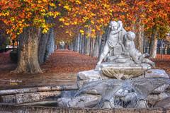 (513/17) En el jardín de la Isla (Aranjuez) (Pablo Arias) Tags: pabloarias photoshop photomatix nxd españa escultura fuente árboles plátanos otoño hojas colores aranjuez madrid