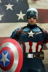 Stars & Stripes (MARVEL_DOLLS) Tags: hottoys captainamerica ageofultron 16scale 12inchfigure actionfigure statue steverogers chrisevans marvel marvelcomics marveluniverse superhero avengers movie maledoll red white blue american flag shield helmet