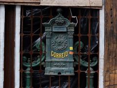 Detalhes do Centro de  São Paulo,  a antiguidade sempre permanece em pequenos cantos. (luisgustavocousseiro) Tags: sãopaulo terradagaroa garoa cidade antiguidades detalhes fujifilmx30 fujifilm x30 streetphotography rua sp mailbox caixadecorreio correios rusty decay