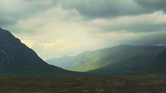 Highlands, Scotland (The Pumpkin Theory) Tags: highlands scotland escocia uk mountains montañas cloudy nublado clima weather green verde meadow pradera sunrays moody landscape paisaje ngc