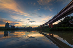新店溪日落餘暉 - Sunset on the river (basaza) Tags: canon 760d 新店溪 永福橋 sunset bridge